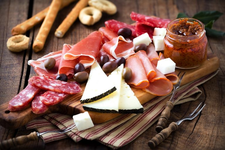 How to make a cold cuts and cheese platter